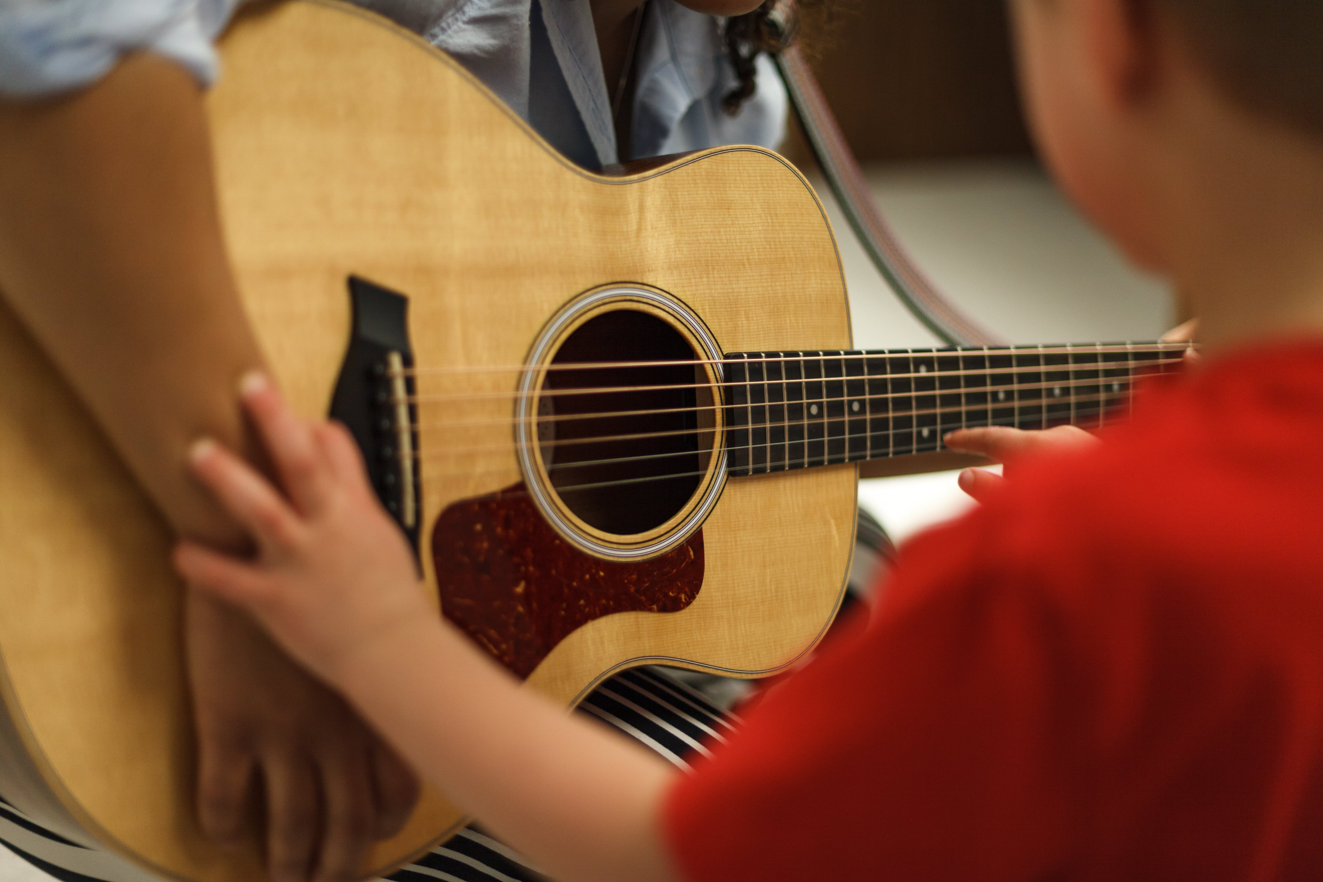 Hayley Francis Cann. Accredited Music Therapist. Find Your Voice Music Therapy. Kingston, Ontario. Youth. Children. Guitar.
